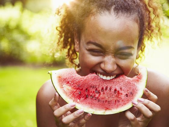 Eating fruit is one of the tips to get ready for summer