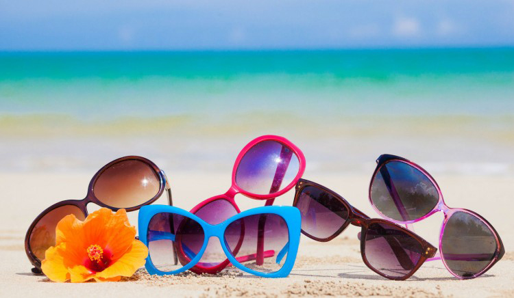 Lof of sunglasses in the beach